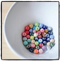 petites perles nacrées multicolores