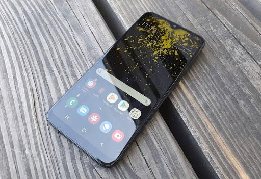 Samsung_Berencana_Mengembalikan_Baterai_yang_Dapat_Dilepas