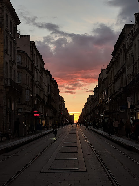 What to see in Bordeaux in October: sunset