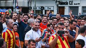 Valencia seguirá el ejemplo inglés y saldrá a las calles a pelear por su club