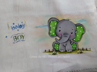 elefante pintado em fralda para menino