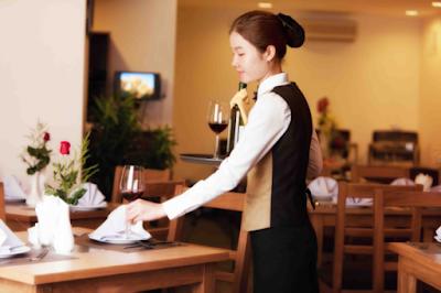 Trưởng nhóm phục vụ bàn (Station Head Waiter)