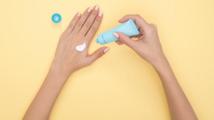 5 Manfaat Rutin Menggunakan Hand Cream