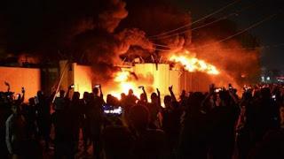 Pengunjuk Rasa Iraq Kembali Membakar Konsulat Iran