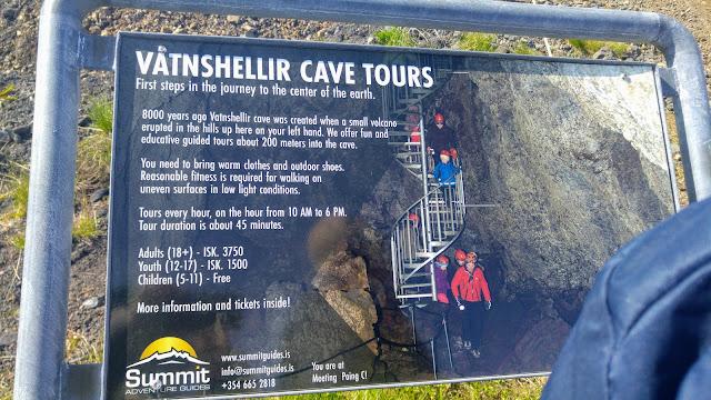 שלט ההסבר על המערה