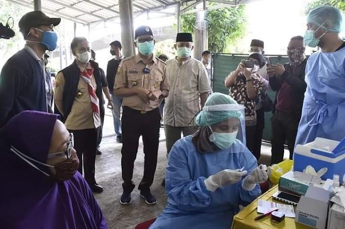 Wakil Walikota Tinjau Vaksinasi Massal di Komplek BDN Rangkapan Jaya Baru