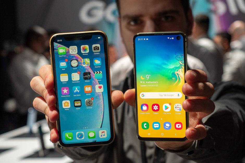 Nên mua Samsung Galaxy S10e hay iphone XR? lazoko