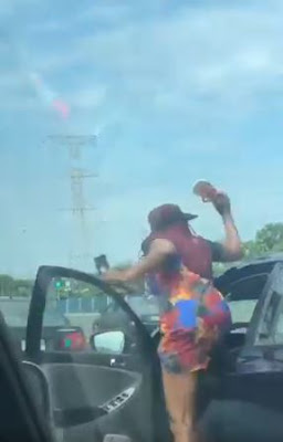 Lady Stopped Her Car, Chased Stubborn Windscreen Cleaner In Lagos