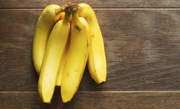 What are the benefits of bananas on the throat?