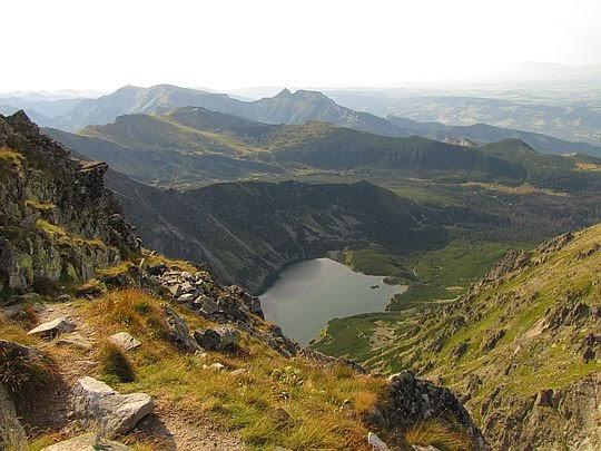 Początek szlaku zejściowego do Doliny Czarnej Gąsienicowej.
