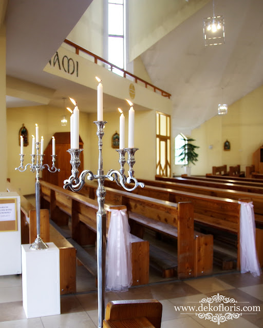 Opole ślubna dekoracja kościoła bł. Czesława kandelabry i tiul