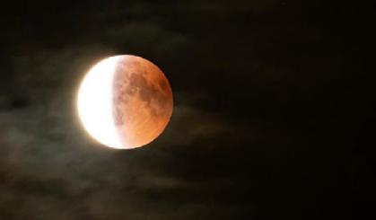 Contoh Khutbah Gerhana Bulan Singkat Tema Menghayati Fenomena Alam