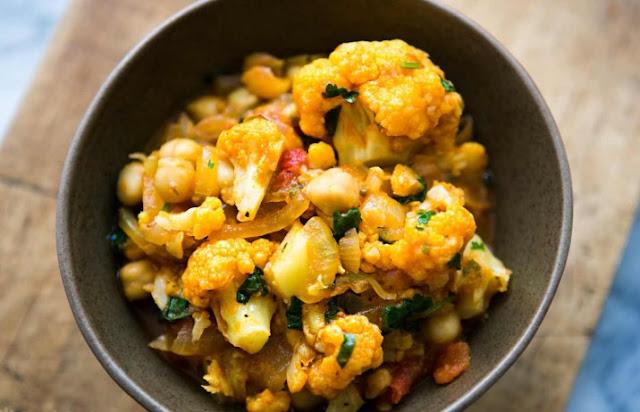 Thai Peanut Coconut Cauliflower Chickpea Curry #vegetarian #vegan