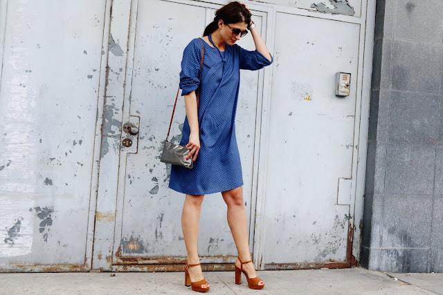 trendy, novamoda style, Novamoda streetstyle, novamoda stylizacje, lato, sukeinka, lata 70-te, sukienki, street style, w jej stylu, kobiety, błękitna sukienka