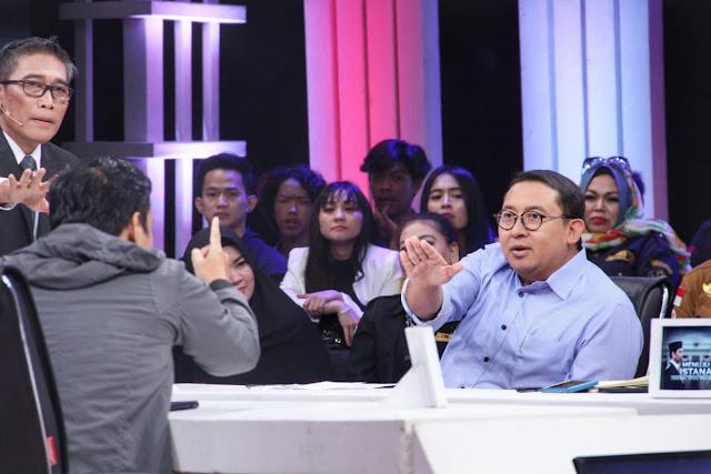 Ditunjuk-tunjuk Relawan Jokowi di Acara Debat, Fadli Zon Santai: Anda Bantah Saja Data Saya
