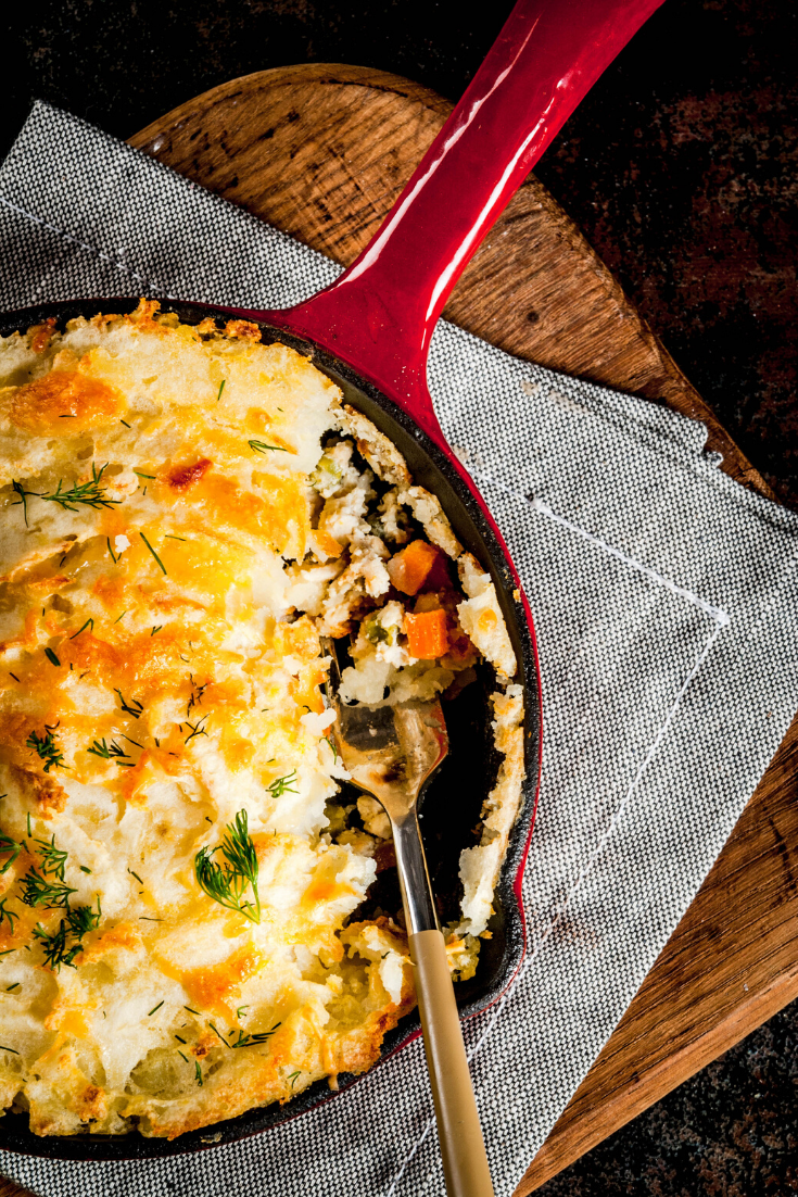 Vegetarian Shepherd's Pie is the best healthy food just as satisfying as its beef counterpart. #dinnerrecipe #vegetarianrecipes #vegetarian #easydinner #dinner #veggies #comfortfoo #vegetables #recipes #food