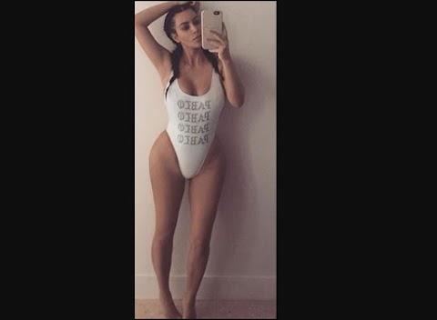 Kim Kardashian posa para selfie en swimsuit dug