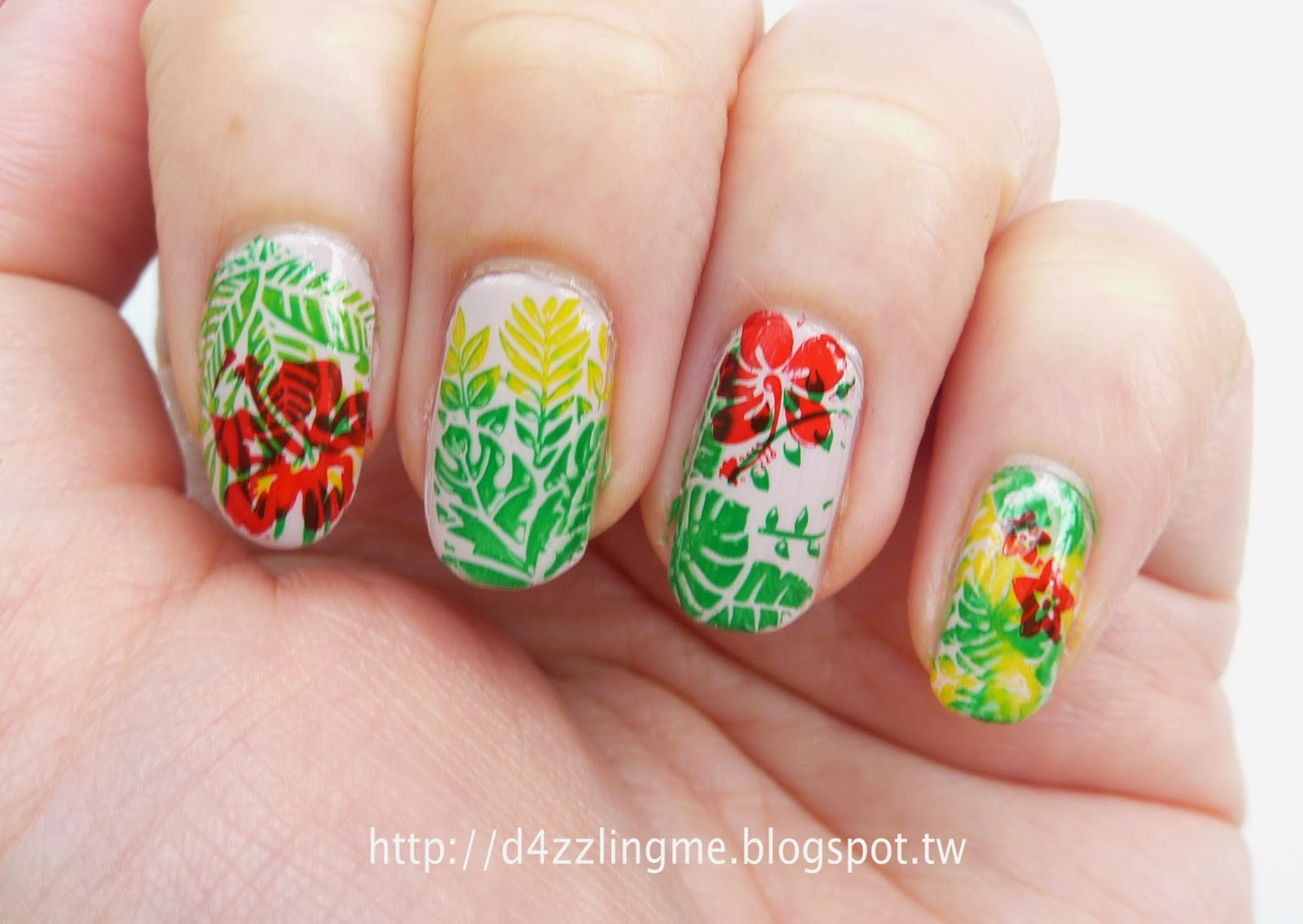 D4zzling Me: Tropical Flower Nails