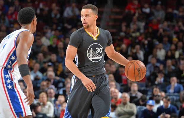 Les Warriors de Stephen Curry affrontent les Sixers, la plus mauvaise équipe NBA