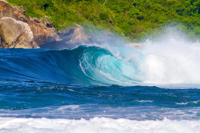 Pantai-Tebing-Lombok-Destinasi-Wisata-Pantai-dengan-Tebing-Menjulang