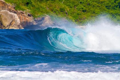Pantai Tebing Lombok – Destinasi Wisata Pantai dengan Tebing Menjulang
