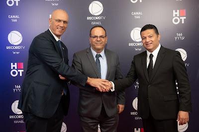Da esquerda para a direita: Yossi Shelley, Embaixador de Israel no Brasil; Ayoob Kara, Ministro das Comunicações de Israel; e Marcelo Cardoso, CEO da Record TV Internacional - Divulgação/Record TV