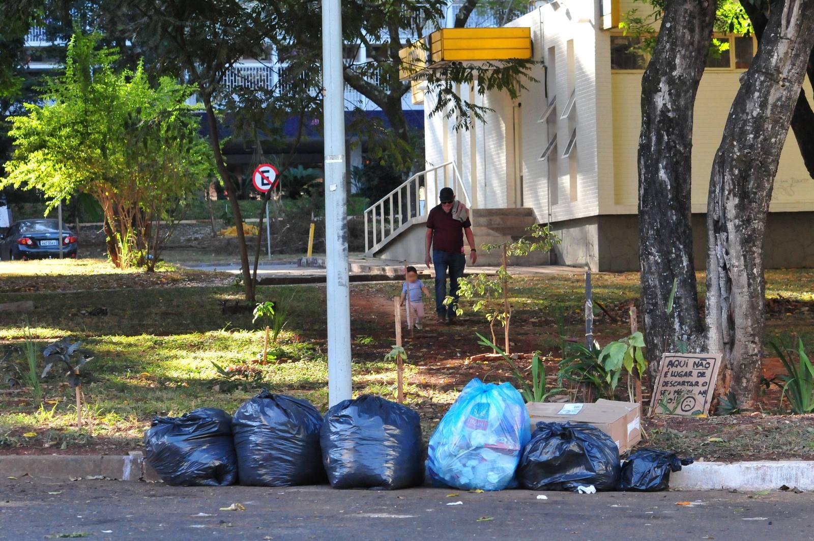 Assosindicos contra o descarte errado de lixo - Foto: Vinícius Melo / Agência Brasília