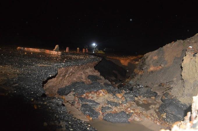 Chuva abre cratera na RN-012 próximo a salina Salmar, principal via de acesso a Grossos