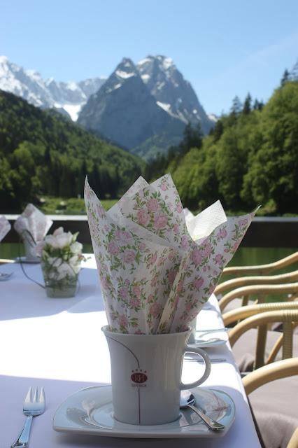 Kaffee und Kuchen auf der Seeterrasse, Seehaus am Riessersee Hotel Garmisch-Partenkirchen, Bayern, #Hochzeit #Bayern #Riessersee #wedding Bavaria