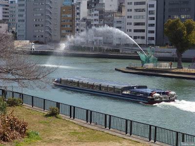 中之島剣先噴水と水上バス