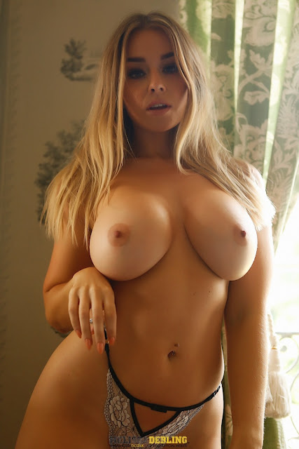 Melissa Debling perfect naked big boobs lovely pic