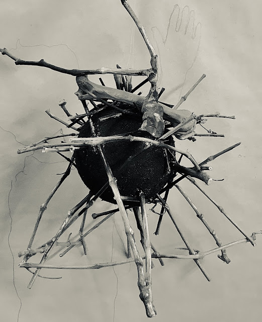 Escultura Corona. Emilio Gallego. Salvalopúblico