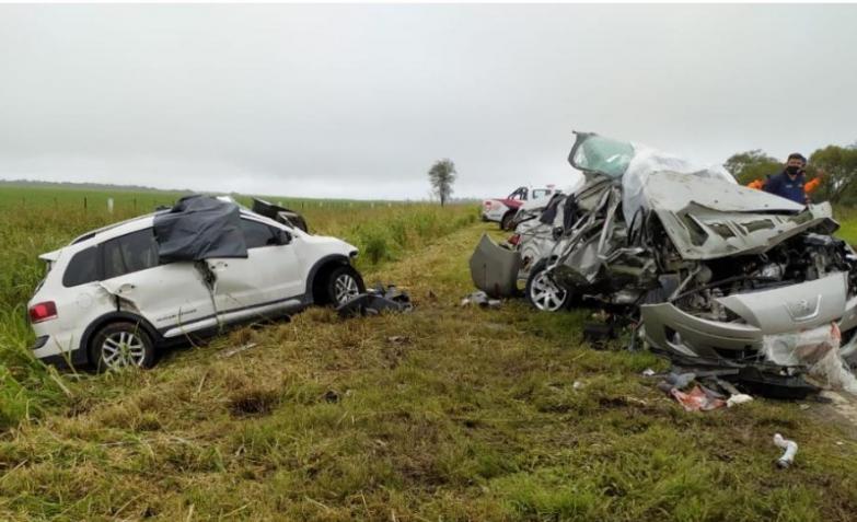 Tragedia en la ruta: Cuatro muertos y dos niños heridos por choque de autos en Córdoba