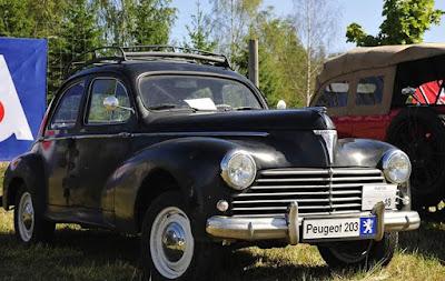 Postbelic Sedan este un Peugeot 203 (1958)