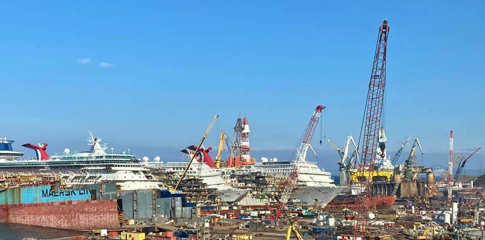 cruise ships in aliaga turquia