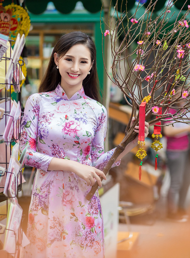 Saigon school girl in Spring
