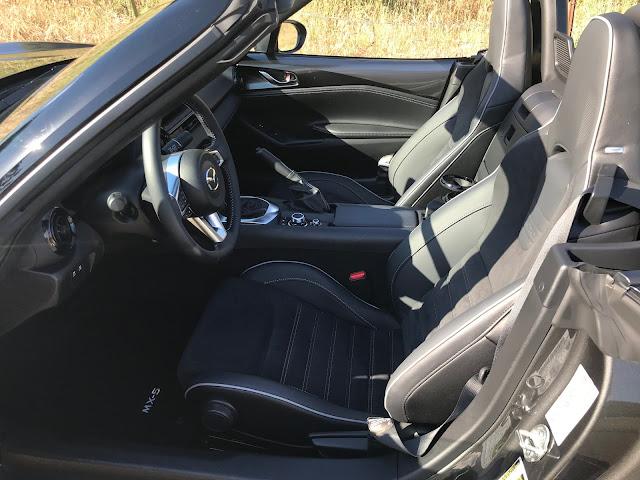 Front seats in 2020 Mazda MX-5 Miata Club