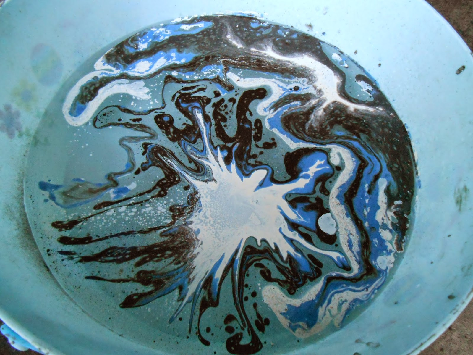 Sproutsandstuff: Easy Marbling With Spray Paint And Water