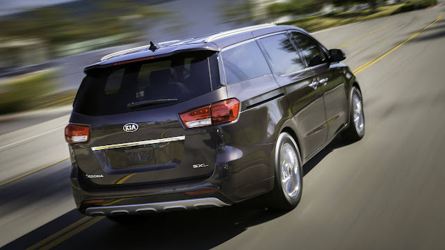 All New Kia Sedona SX Limited 2016 car used back view