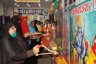 उधर अयोध्या में भूमि पूजन हुआ, इधर काशी में मुस्लिम महिलाओं ने की राम आरती | #NayaSaveraNetwork