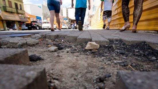 indenizacao buracos quedas calcadas acidentes pedestres