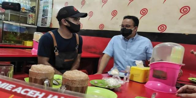 Rajin Kulineran Kaki Lima, Pengamat: Politik Santun Anies Realistis