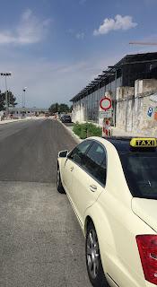 Taxi neben dem Kesselhaus Blickrichtung Baumarkt