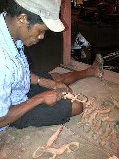 proses pembuatan patung komodo labuan bajo