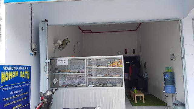 Warung makan Nomor Satu, salah-satu warung di Kampung Inggris