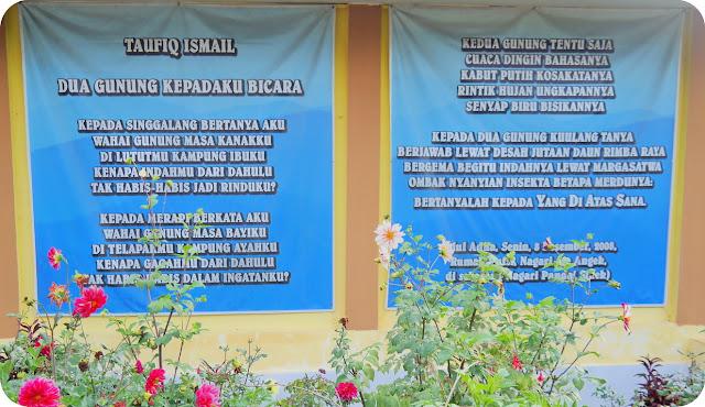 Rumah+Puisi+Taufiq+Ismail