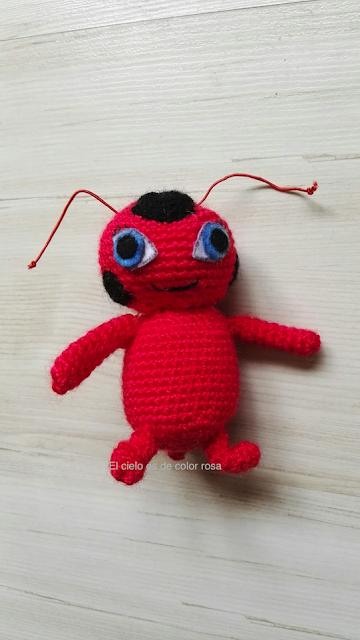 amigurumi tikki prodigiosa ladybug por delante