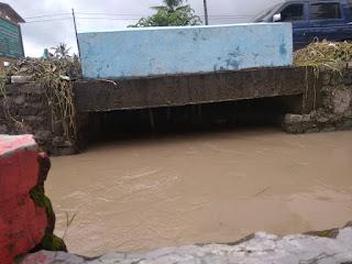 Buntunya Selokan Sepanjang Jalan  Propinsi Kasiyan-Bagorejo Akibatkan Banjir di Mlokorejo