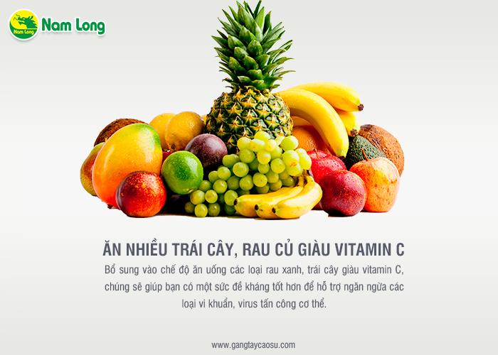 ăn nhiều trái cây để tăng cường vitamin C