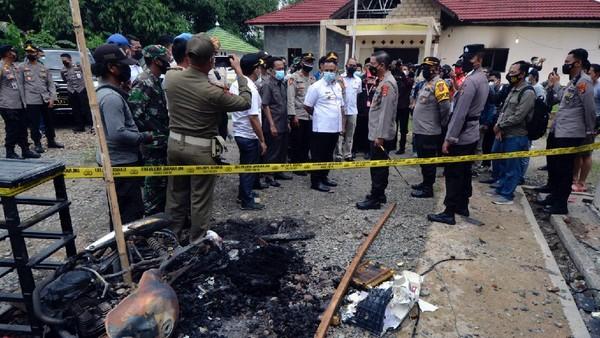 Hilang Jabatan Kapolsek Candipuro Buntut Polsek Dibakar Warga